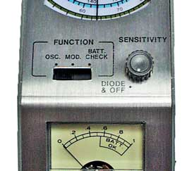 The controls seen on a typical analogue grid dip oscillator GDO / dip meter - on/off, sensitivity and function.