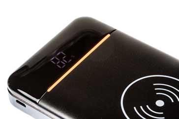 Charge indicator on a wireless charging power bank